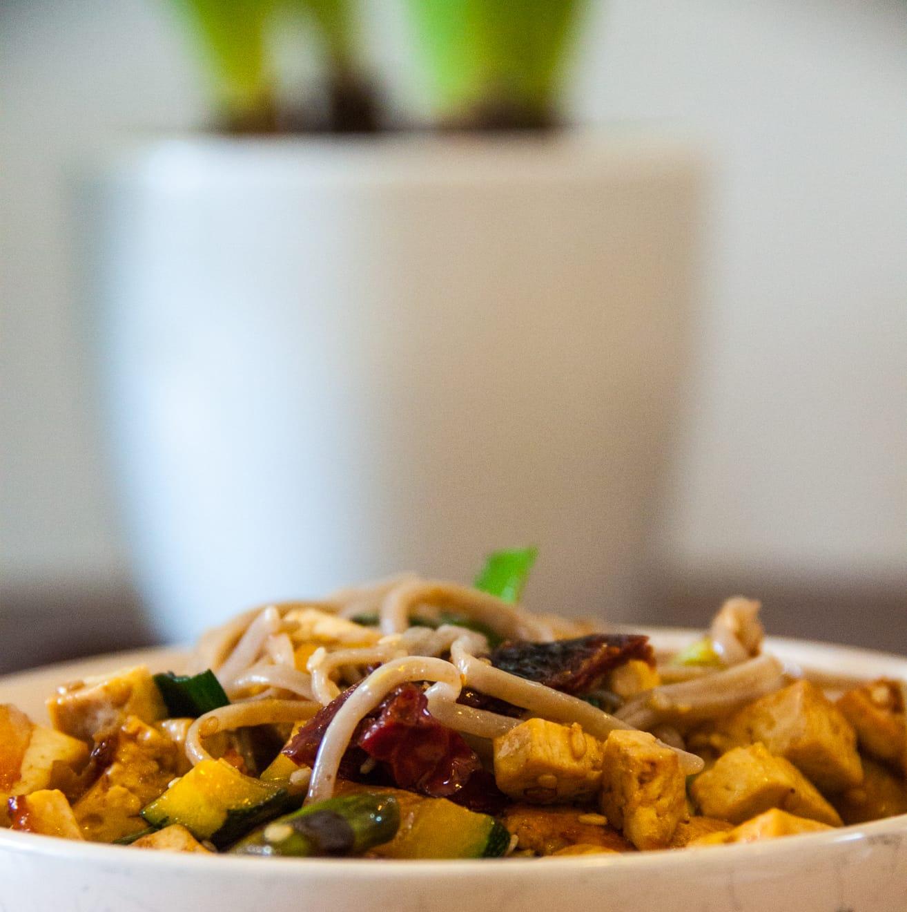 Boekweitnoedels met groenten en tofu