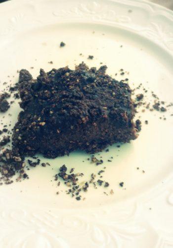 Rauwe chocoladetaart met Chioggia-bieten en yacon fudge